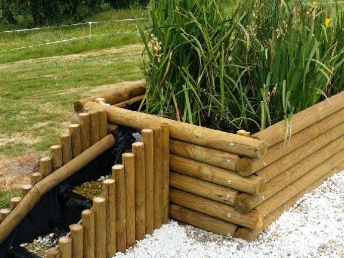 Bassin de jardin en rondins de pin
